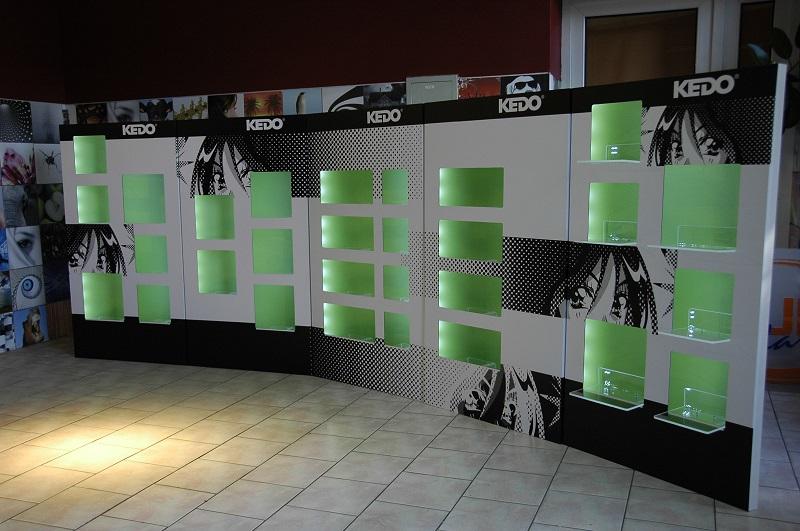 Ekspozytory reklamowe i stojaki ekspozycyjne. Przygotowanie i produkcja