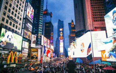 Reklama świetlna na budynkach